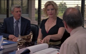 ted-sneaks-a-glance-during-audit-season-4-ep-9.bmp