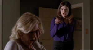 marie-slaps-skyler-breaking-bad-buried-anna-gunn-betsy-brandt-slap