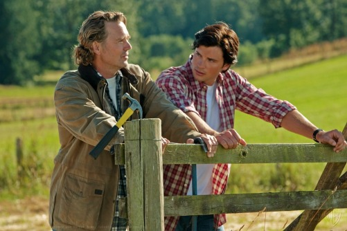 john-schneider-and-tom-welling-in-smallville